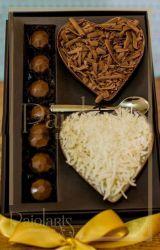 P/ 2 corações de colher de 200 grs + 06 bombons - Cartonagem - A PRONTA ENTREGA