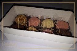 P/ 8 Macarons ou 8 Bombons - 16,0 x 8,0 x 5,5 - Tampa Transparente e Fundo Branco
