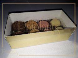 P/ 8 Macarons ou 8 Bombons - 16,0 x 8,0 x 5,5 - Tampa Transparente e Fundo Ouro